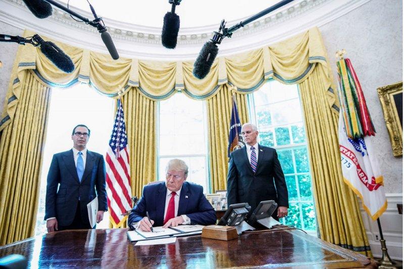 ترامب يفرض عقوبات مشددة على المرشد الإيراني