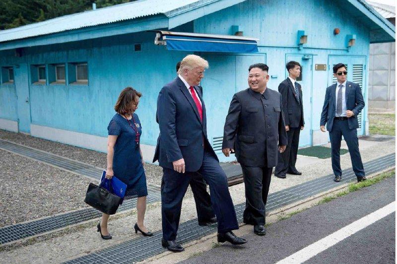 ترامب.. أول رئيس أميركي تطأ قدماه كوريا الشمالية