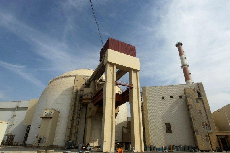 """إيران تلوح بتجاوز حدود """"اليورانيوم"""""""