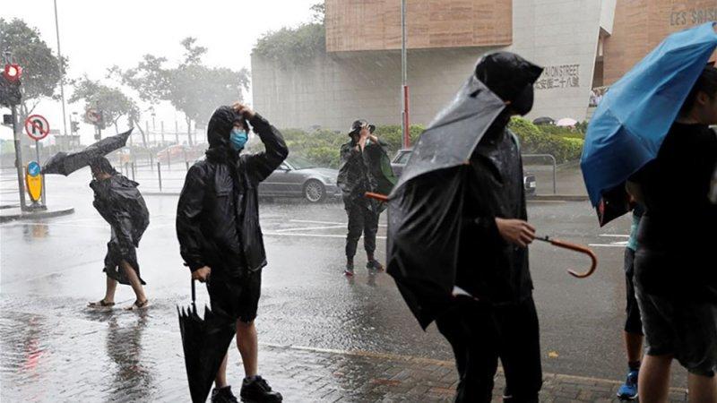 """""""ويفا""""يغلق المدارس والأسواق المالية بهونغ كونغ"""