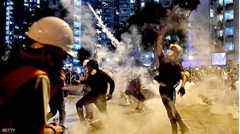 مواجهات عنيفة تفاقم التوتر في هونغ كونغ