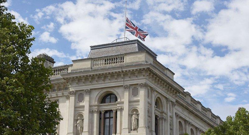 بريطانيا تتهم إيران بنقض تعهداتها وتستدعي السفير
