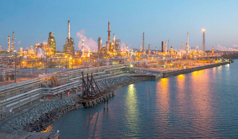 النفط يرتفع لليوم الخامس بدعم التوقعات بخفض الإنتاج