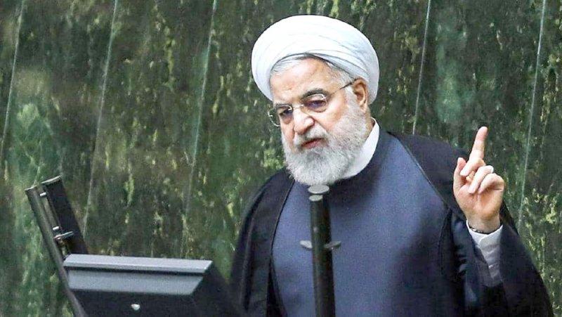 روحاني يلوح بتقليص جديد للقيود النووية