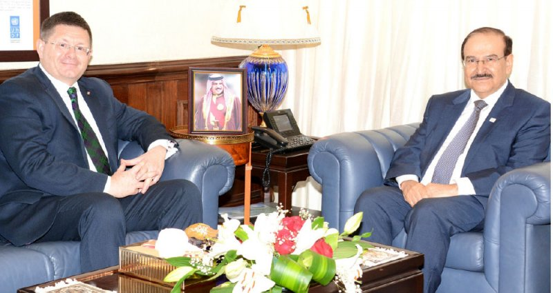 ميرزا يستعرض الفرص الاستثمارية مع السفير البريطاني