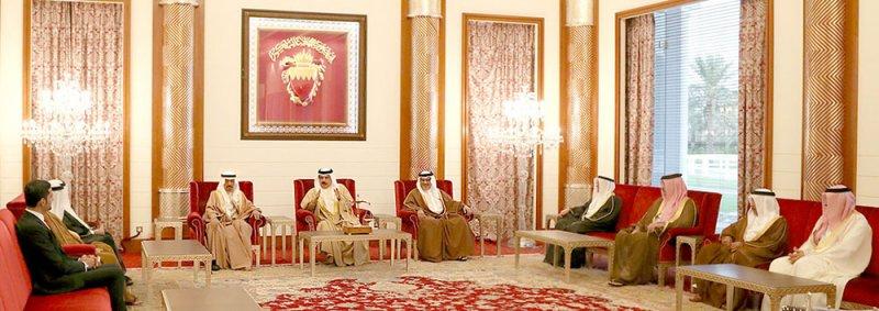 جلالة الملك يستقبل وزير شؤون الكهرباء والماء