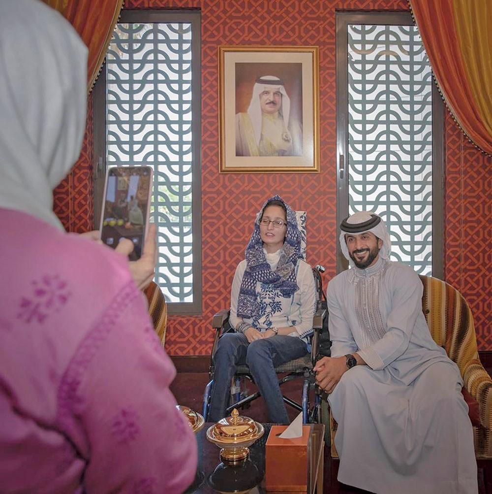 ناصر بن حمد يستقبل فاطمة عابد وأحمد حمد