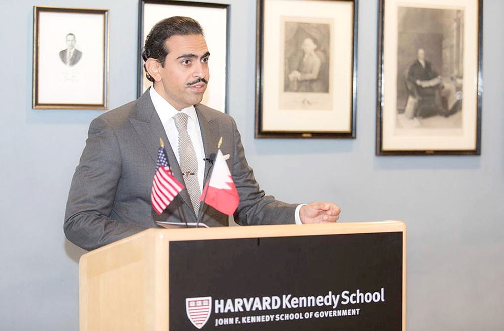 السفير البحريني في أميركا: الإرهابيون اقتحموا سجن جو بطائرات مسيرة بلا طيار