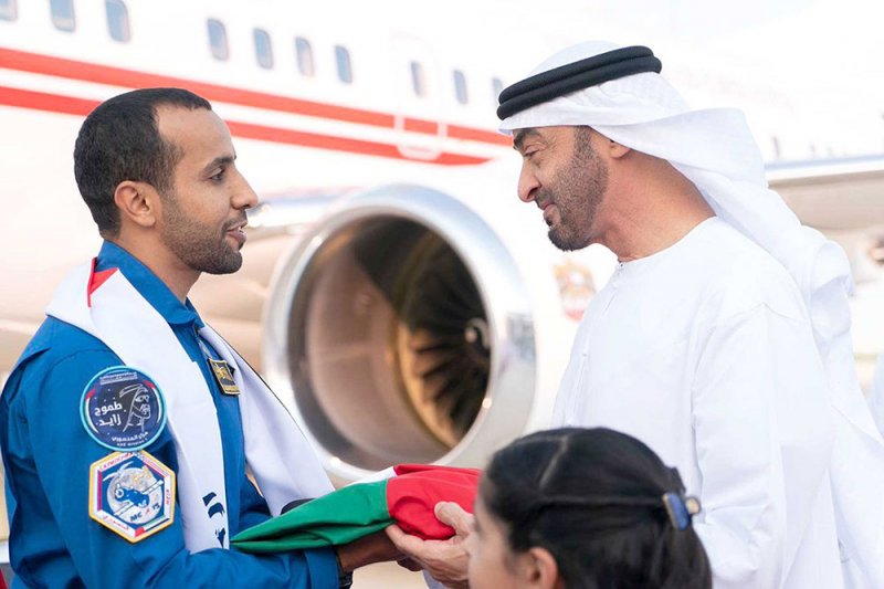 استقبال الأبطال لرائد الفضاء الإماراتي في أبوظبي