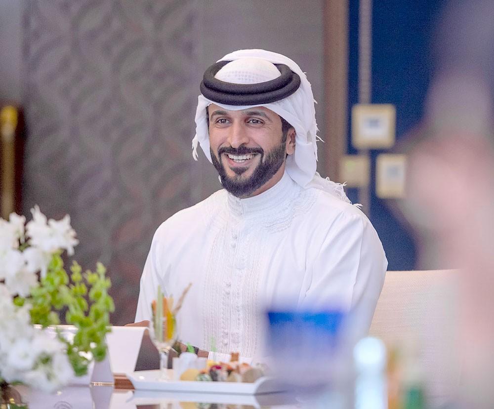 """ناصر بن حمد يوجه بدراسة إنشاء شركة لإدارة ملاعب """"الفرجان"""""""