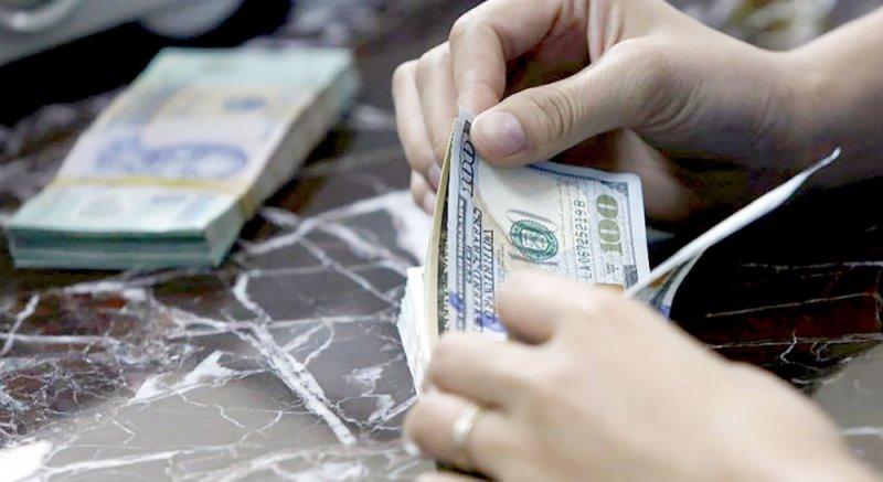 الدولار يتمسك بمكاسبه بفضل محادثات التجارة الأميركية - الصينية