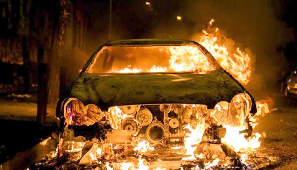 """أربعيني """"غيور"""" يحرق سيارة زوجته والمحكمة تحبسه"""