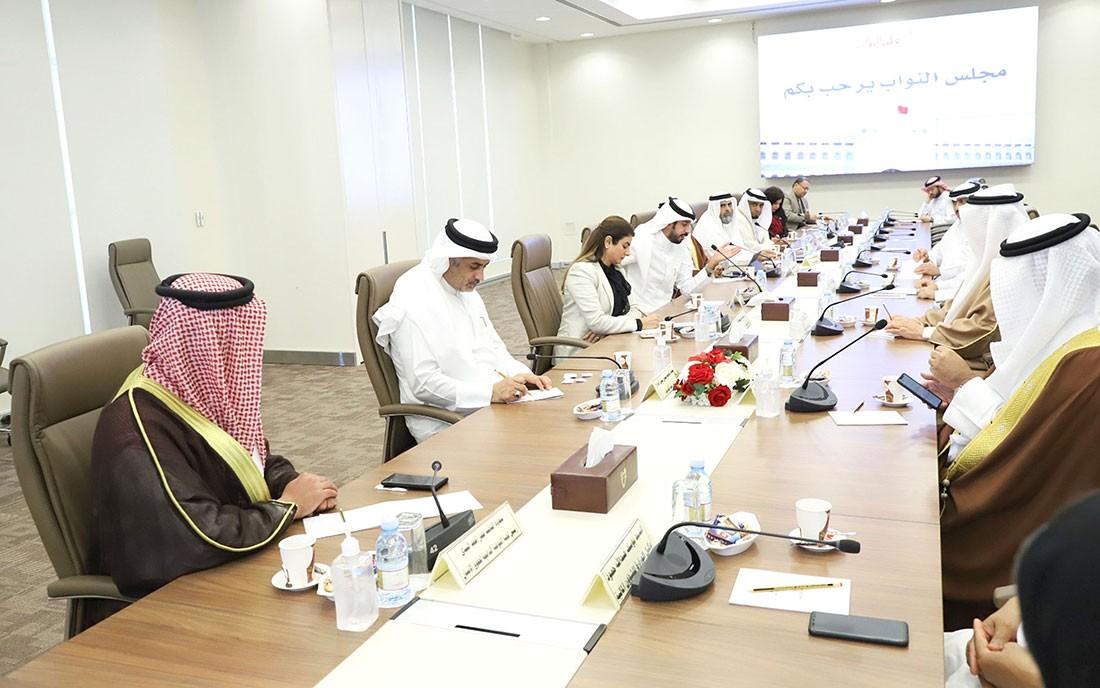 """215 مليون دينار لسداد أجور البحرينيين في """"الخاص"""""""
