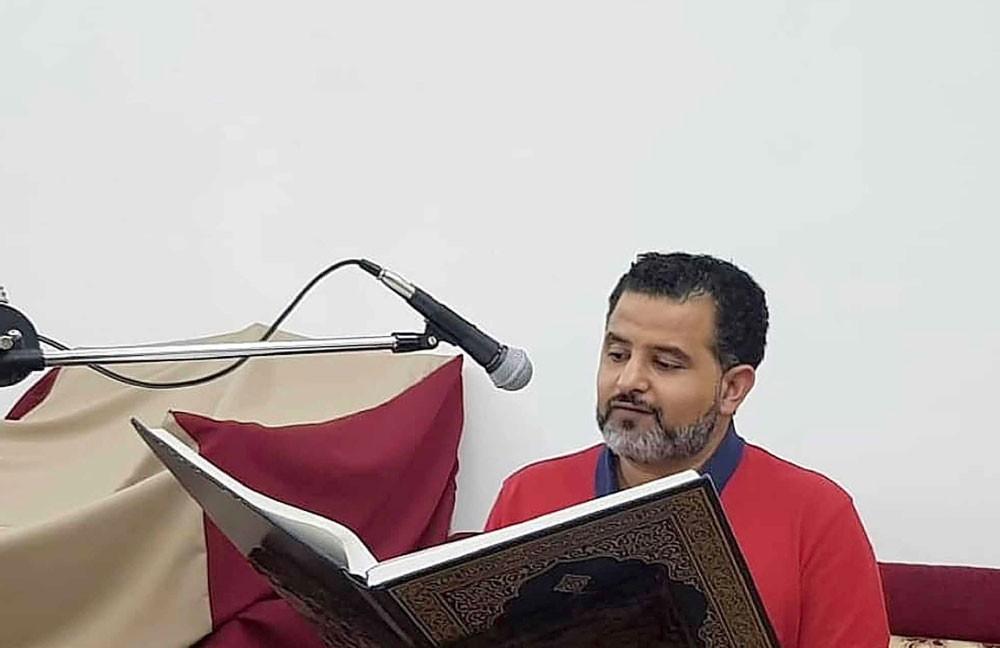 استشاري الجلدية حسين جمعة: أقرأ القرآن الكريم وأتواصل  مع الأصدقاء إلكترونيا