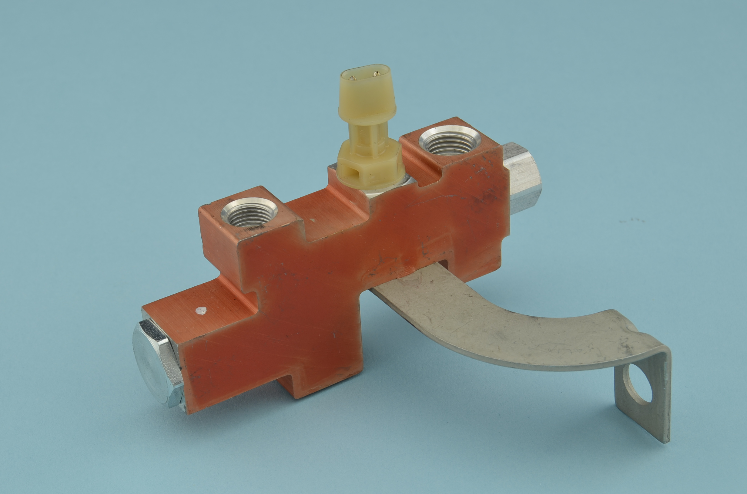 VALVE PROPORTIONING BRACKET AND SWITCH