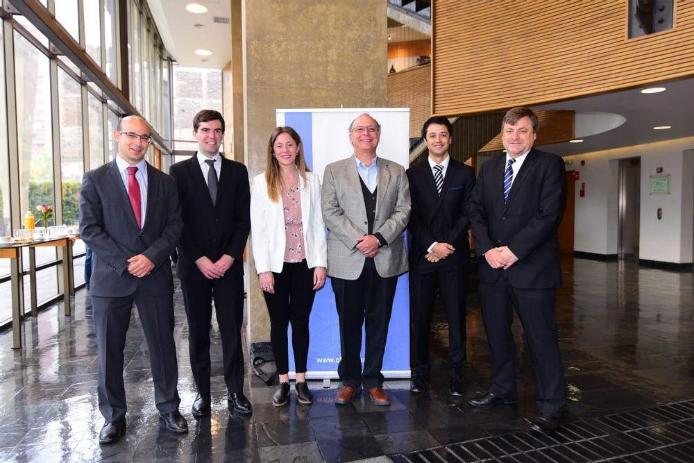 Seminario IE UC - CLAPES UC sobre la crisis económica en Argentina