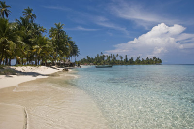 White sandy beach on the San Blas Islands