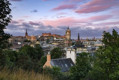 A picture of Edinburgh skyline