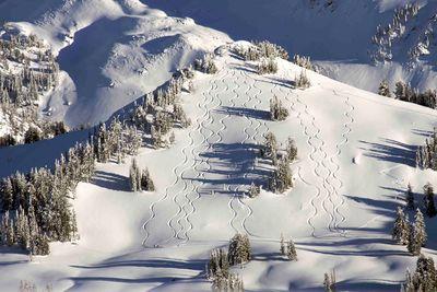 ski tracks off piste