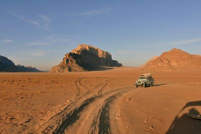 4x4 jeep tour through Jordan
