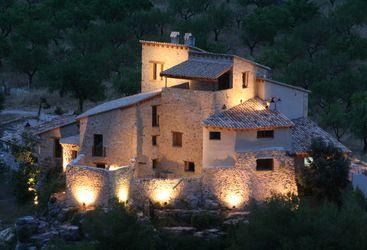 Mas de La Serra at night, luxury hotel in Spain