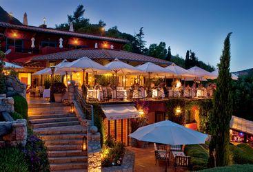 Restaurant at Il Pellicano at night