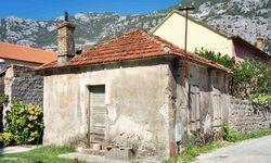Dilapidated house in Montenegro
