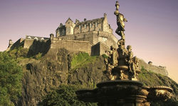 A picture of Edinburgh Castle and fountain