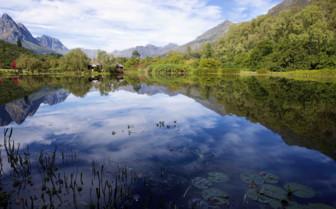 Large lake with mountainous backdrop