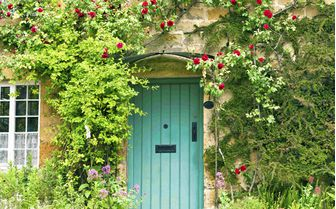 A picture of a cotswold cottage