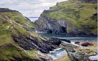 An image of Tintagel Bay, Cornwall