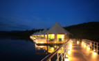 The exterior at night at 4 Rivers Floating Lodge
