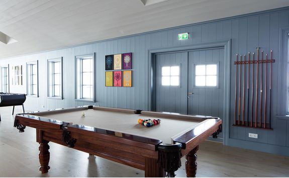 deplar farm pool table