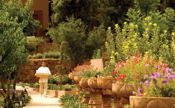 Kasbah Tamadot gardens