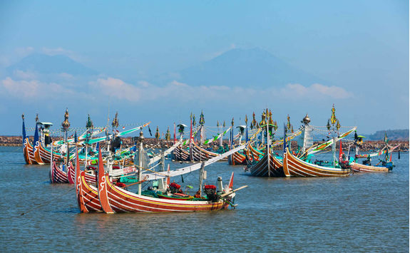 traditional wooden fishing boat perancak