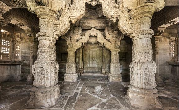 Interior of Sas Bahu Temple