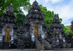 pura goa lawah temple