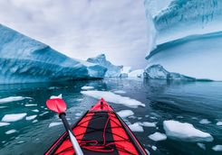 kayaking in antarctic between icebergs