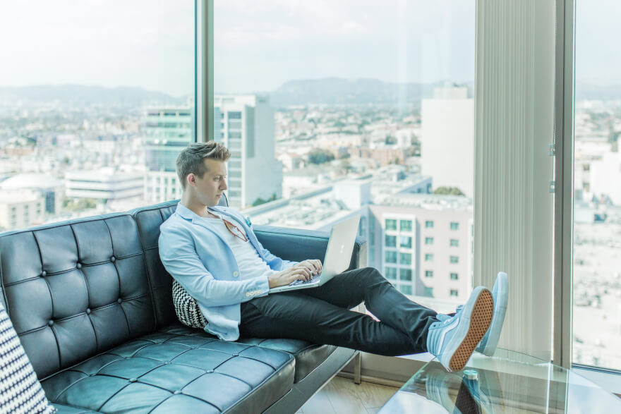 man on a sofa with a laptop amazon dropshipping