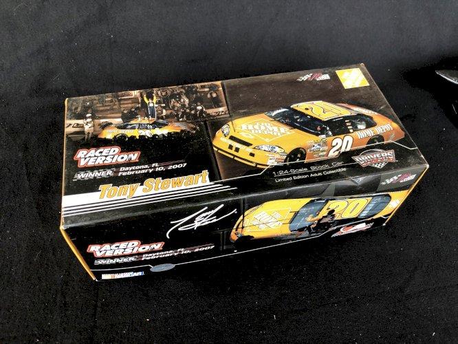 2007 #20 Tony Stewart Bud Shootout Raced Win Version 1/24 Dicast