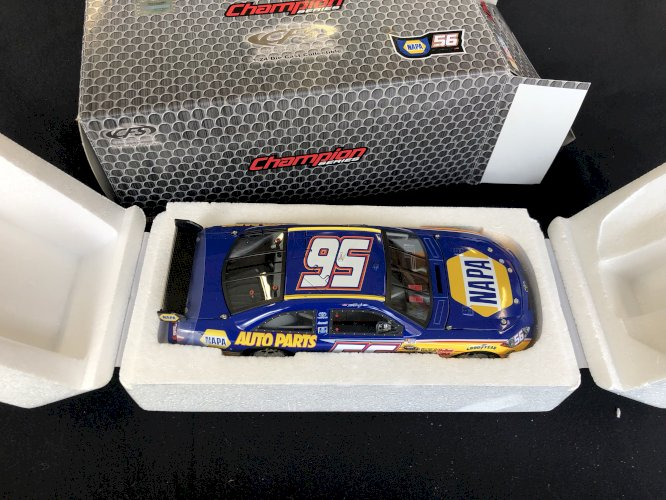 NASCAR Martin Truex Jr #56 NAPA 2010 1:24 Diecast CFS Champion Series Toyota
