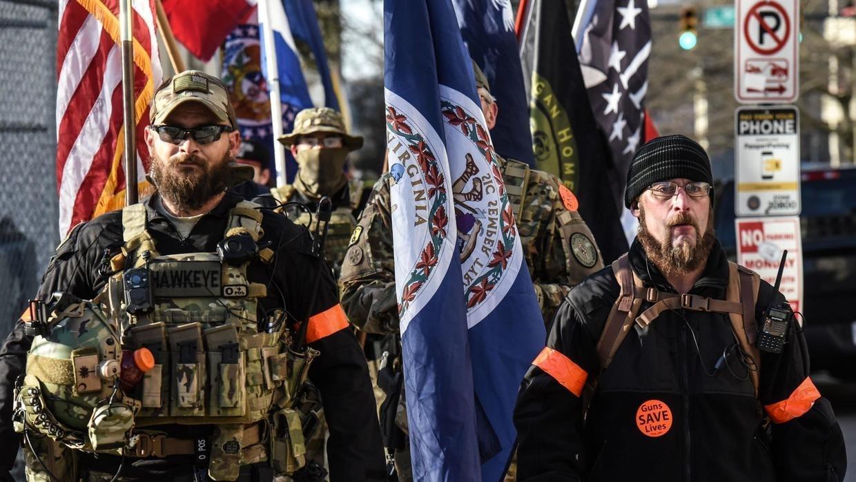 Des milliers d'Américains pro-armes à feu manifestent sous haute surveillance en Virginie