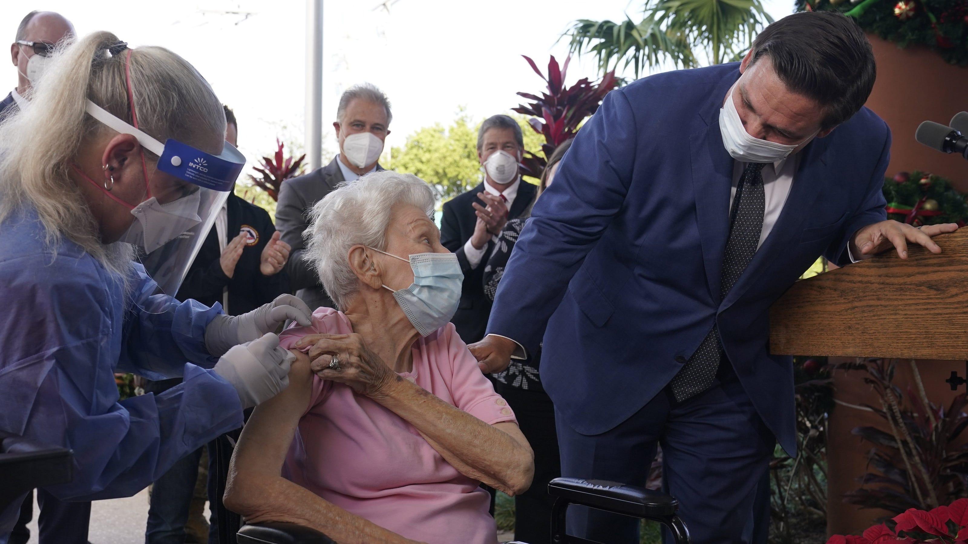 La Floride a commencé à vacciner les personnes de 65 ans et plus contre le coronavirus, rompant avec les directives du Centers for Disease Control and Prevention