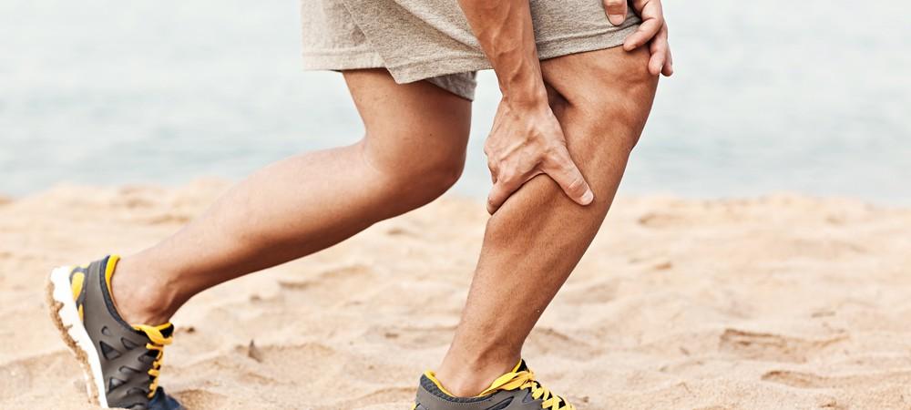 Que dois-je faire pour éviter d'avoir des crampes aux jambes ?