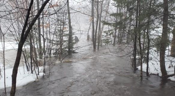 Le déluge de Noël passe à l'histoire  avec des évacuations par centaines au Québec