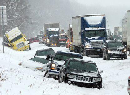 La tempête de neige qui a déferlé dans le Midwest retarde 200 000 vaccins à destination de la Floride.