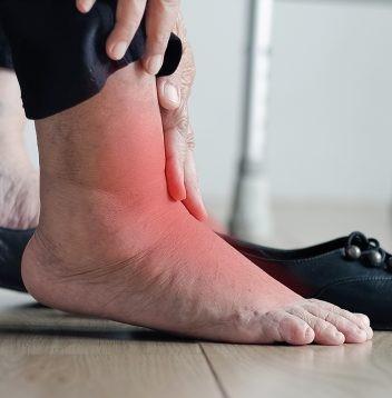 Pour vos problèmes de pieds enflés voici quelques remèdes naturels auxquels vous devez faire l'expérience.