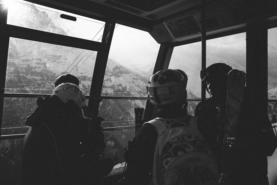 skiers-riding-gondola-to-schilthorn