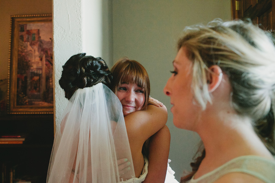 bridesmaids-seeing-bride-first-time