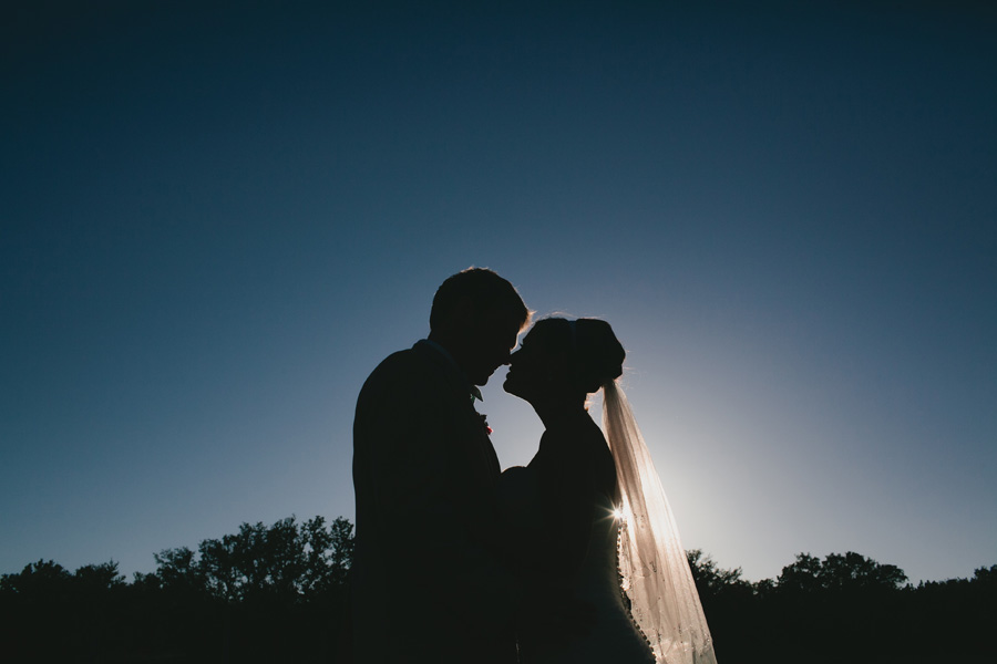 bride-and-groom-silhouette